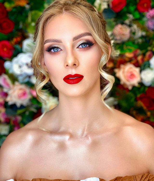 Scandalous bright red lipstick and the most common myth connected to it